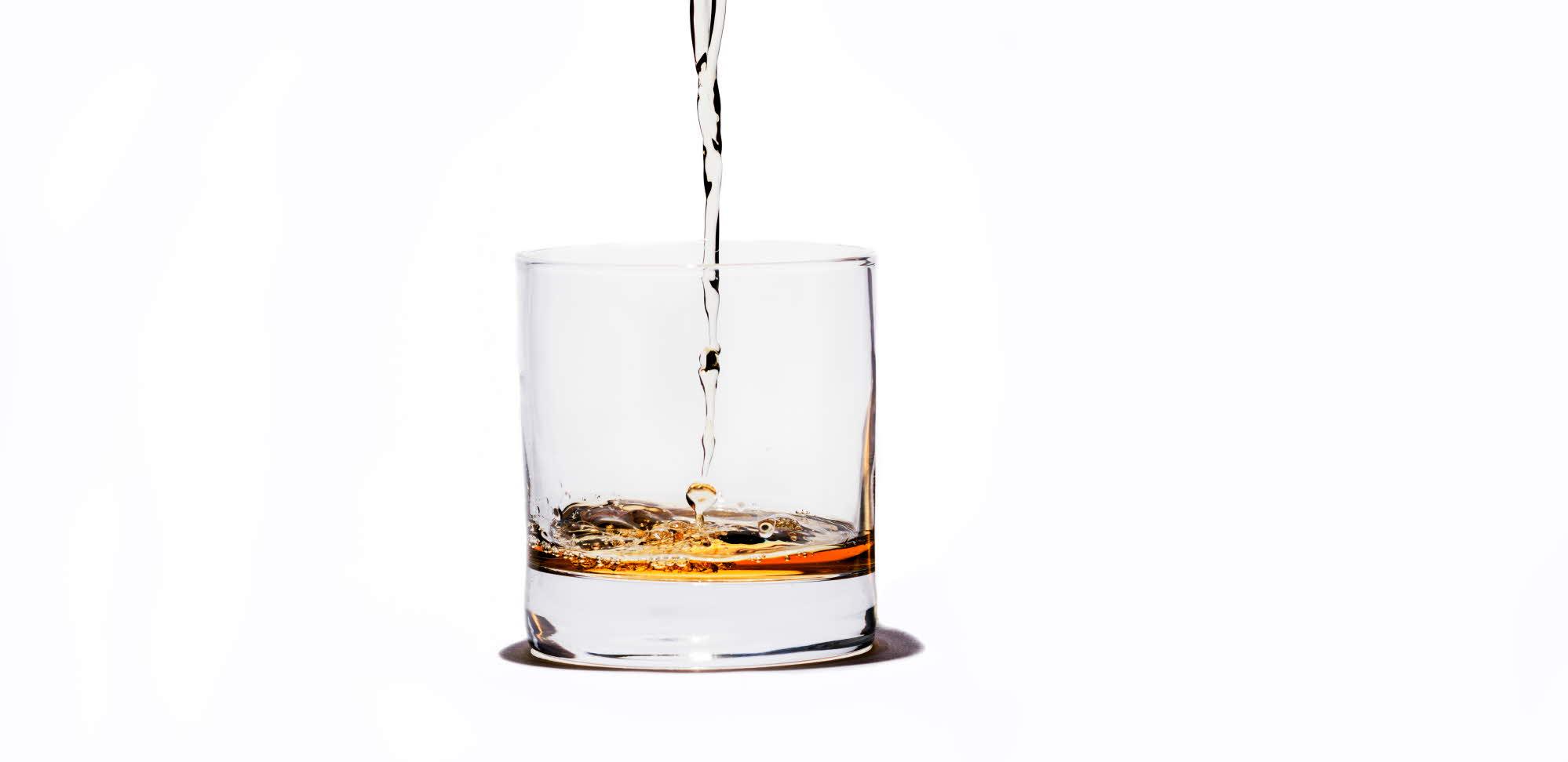 https://lnu.se/mot-linneuniversitetet/aktuellt/nyheter/2017/darfor-smakar-whiskyn-battre-om-den-spads-med-vatten/