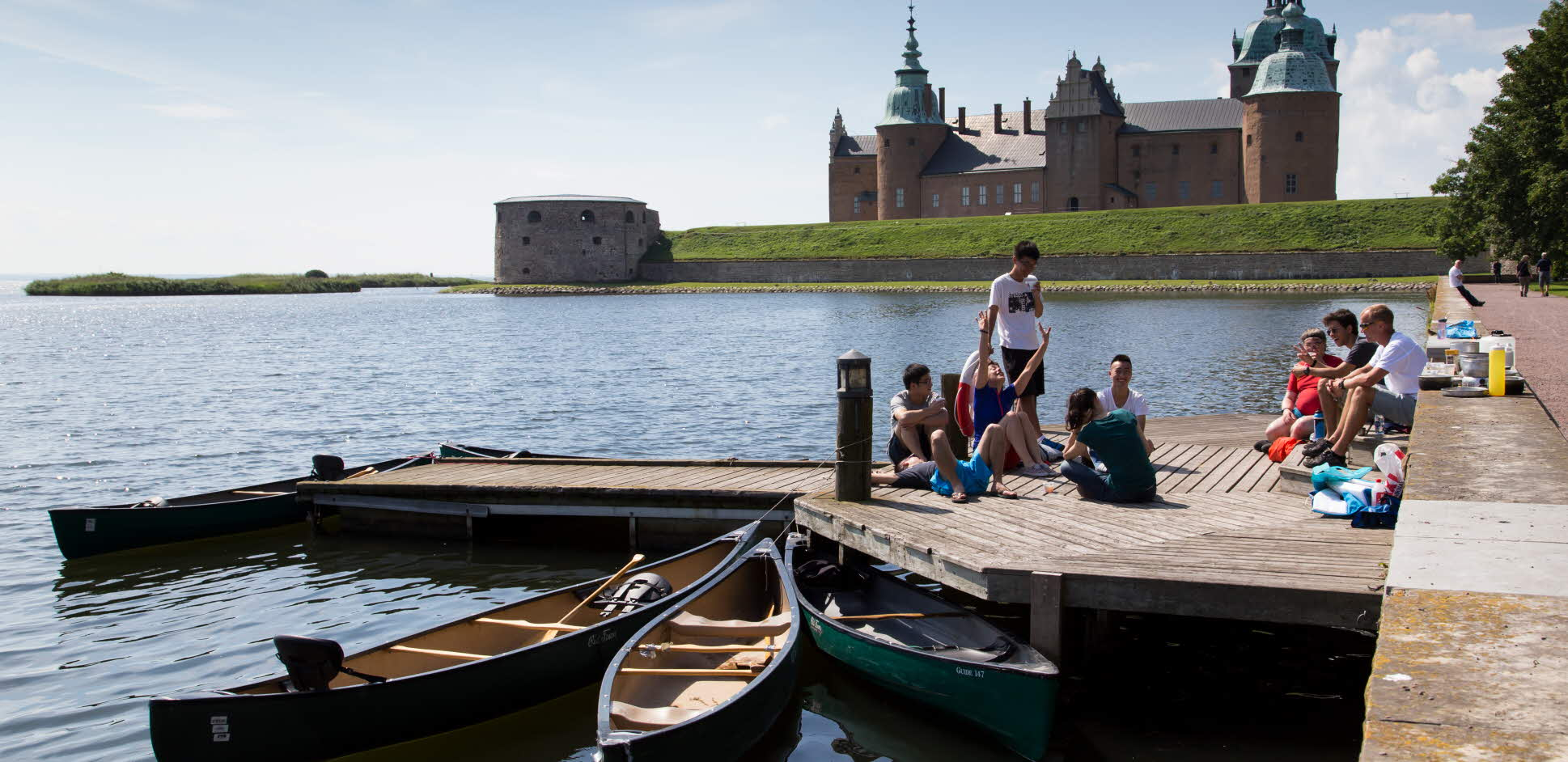Students enjoying Kalmar castle