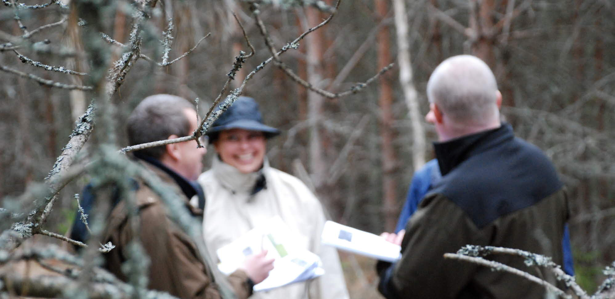 Students, meeting in the foreste i skogen