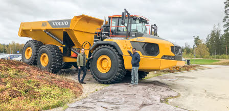 Joel Cramsky and Manoranjan Kumar in front of an articulated hauler at Volvo CE
